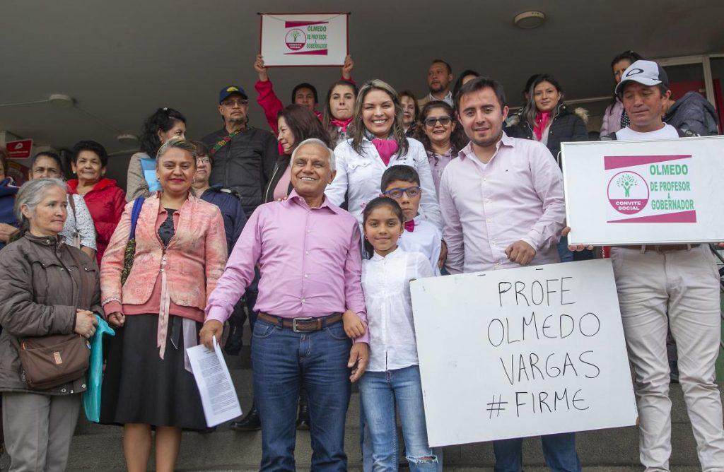 Convite para pasar de profesor a gobernador: Olmedo Vargas entregó 73.187 firmas 1