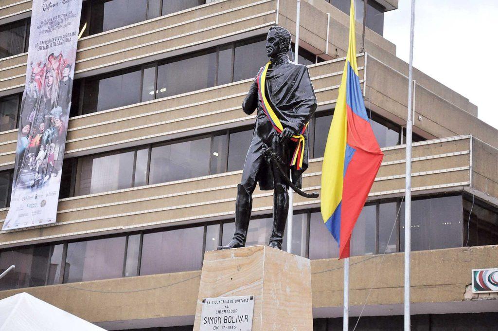 Festejan Natalicio de Simón Bolívar