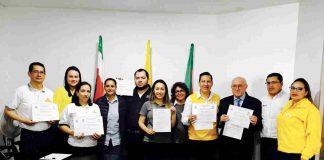 Representantes de los siete establecimientos certificados, con la alcaldesa encargada, Olga L. Benavides.