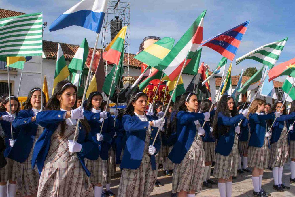 Niñas del Colegio de Boyacá en Desfile a Tunja