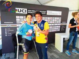 Daniela Carolina Munévar aparece junto con su entrenador José 'Chepe' Castro, tras conquistar el bronce.