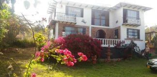 Casa Quinta, ubicada en TINJACA, a 15 minutos de villa de Leyva, a 5 minutos de Ráquira, a 5 minutos de Sutamarchan. Clima templado