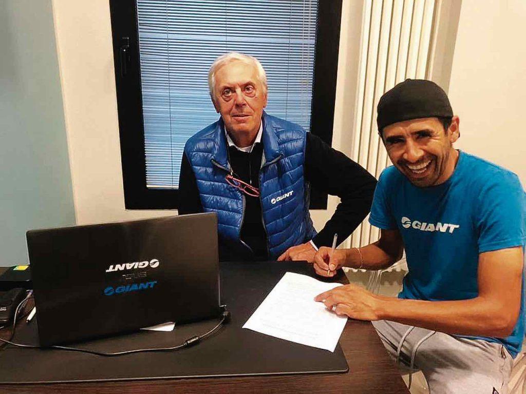 El ciclomontañista boyacense Diego Alfonso Arias renovó su contrato con el equipo de Giant Liv Polimedical por dos años.