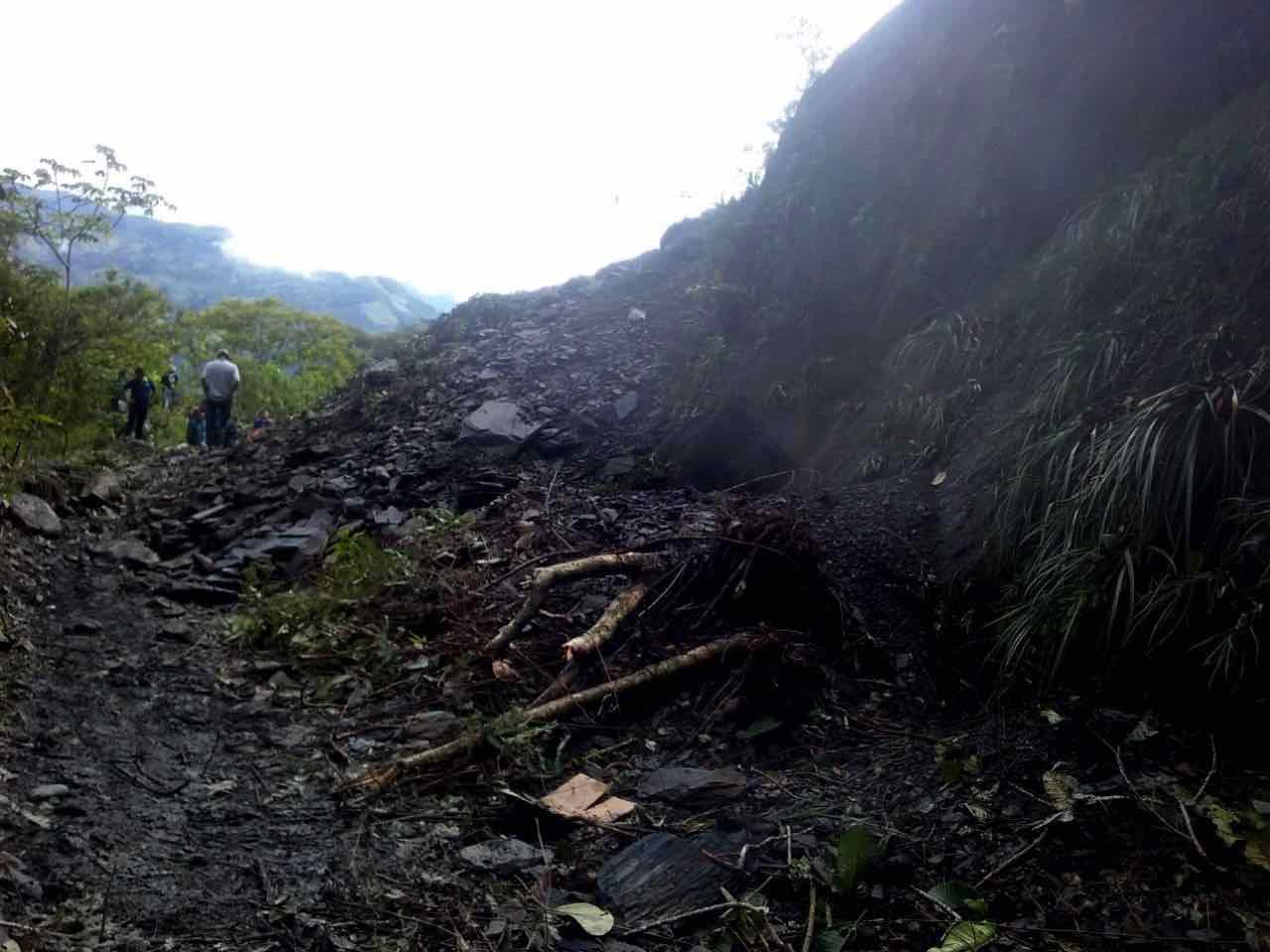 El derrumbe provocó cierre temporal de la vía que comunica los municipios de Muzo-Quípama- La Vitoria.