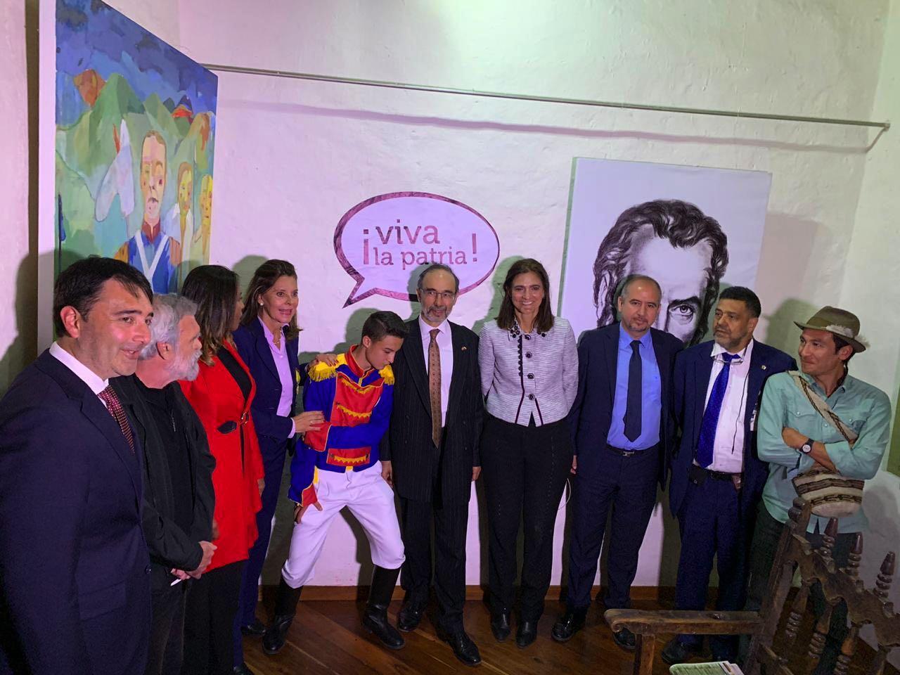 La exposición fue inaugurada por la vicepresidenta de Colombia Martha Lucía Ramírez y la Min. Cultura, Carmen Vásquez, entre otros.