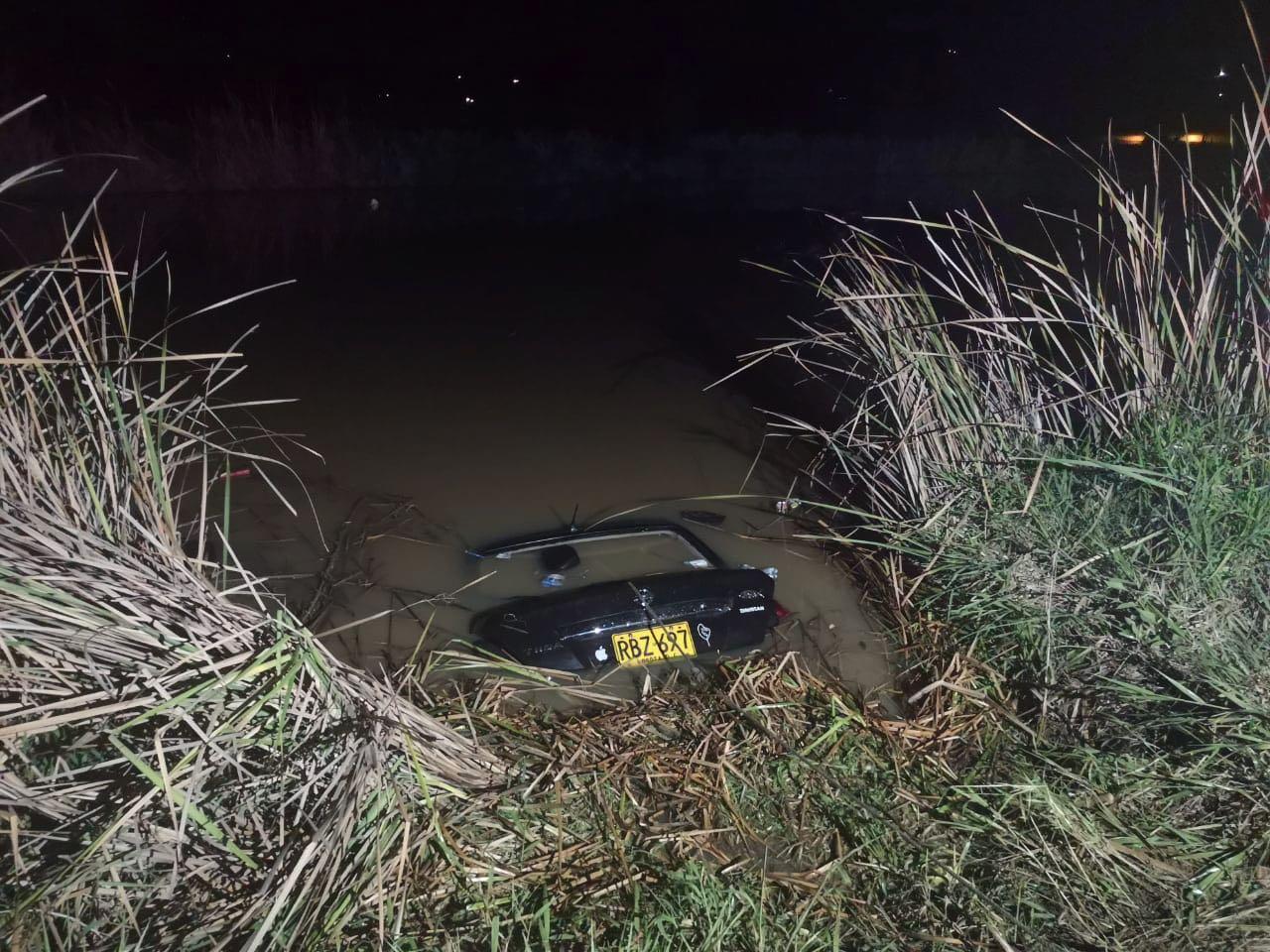 Este es el vehículo que cayó al agua en zona veredal de Villa de Leyva ocasionando la muerte de una pareja de esposos de la zona.