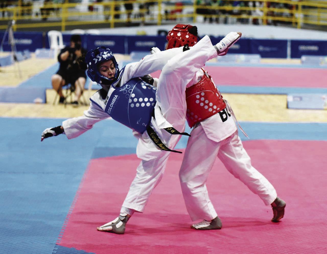 Ibeth Camila Rodríguez (azul) conquistó una de las medallas de oro que obtuvo la delegación de taekwondo de Boyacá en Juegos Nacionales.