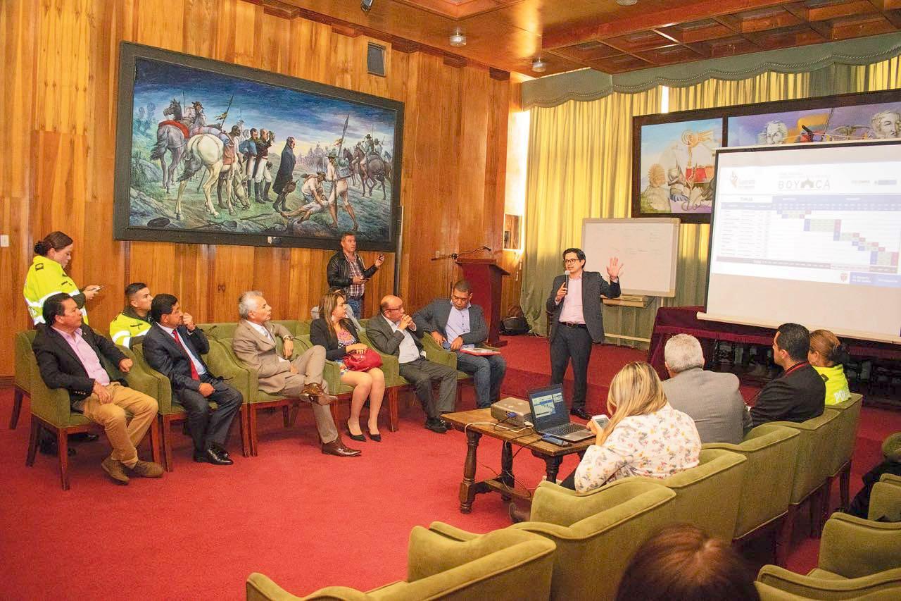 Funcionarios del Ministerio del Deporte se reunieron con los alcaldes de las subsedes de las justas.