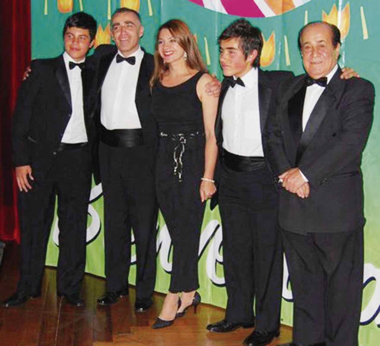 En la foto de derecha a izquierda, Francisco 'Pacho' Zapata y la familia del maestro Jorge Zapata.