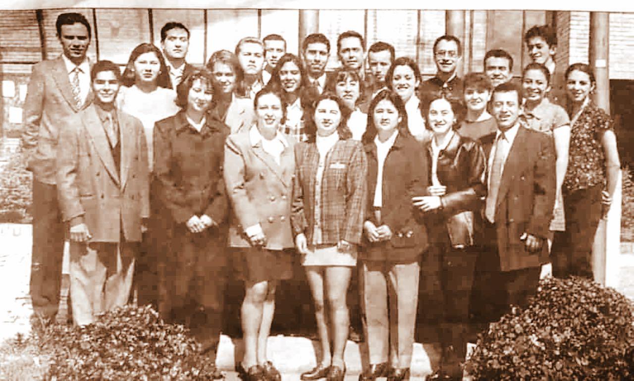 En 1999 de la Universidad de Boyacá se graduaron de la institución los primeros 26 médicos de Boyacá.