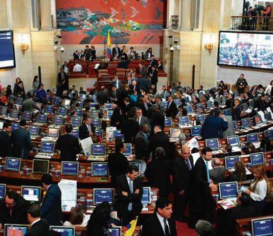 El sueldo de un congresista en Colombia es de 32 millones 741.000 pesos. Se propone bajarlo a la mitad.