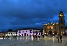 Plaza de Bolívar de Tunja de noche