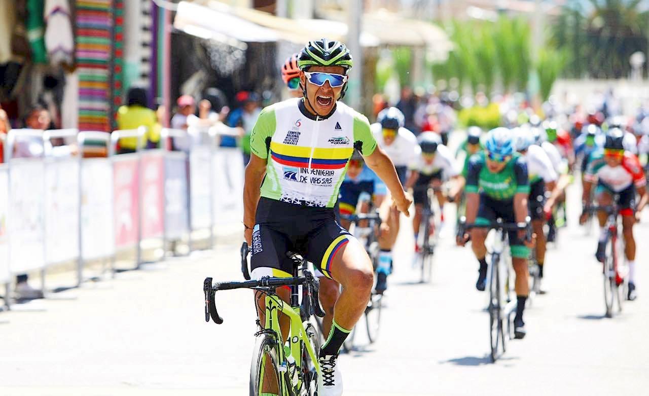 El ciclista boyacense Jonathan Guatibonza (Ingeniería de víasMonsalud) se adjudicó en el embalaje la victoria de la primera etapa.