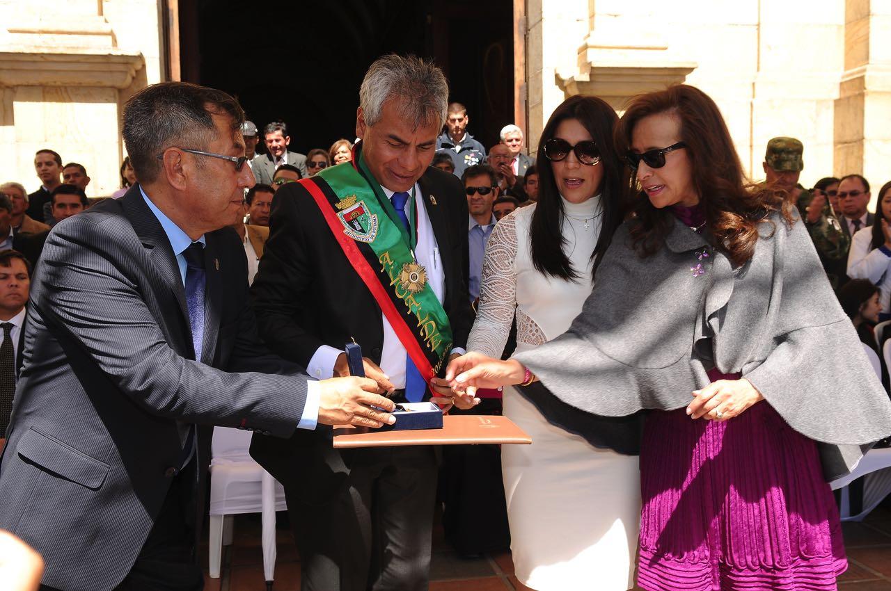 El 30 de diciembre de 2015 la alcaldesa Constanza Ramírez entregaba el mandato a Alfonso Silva Pesca.