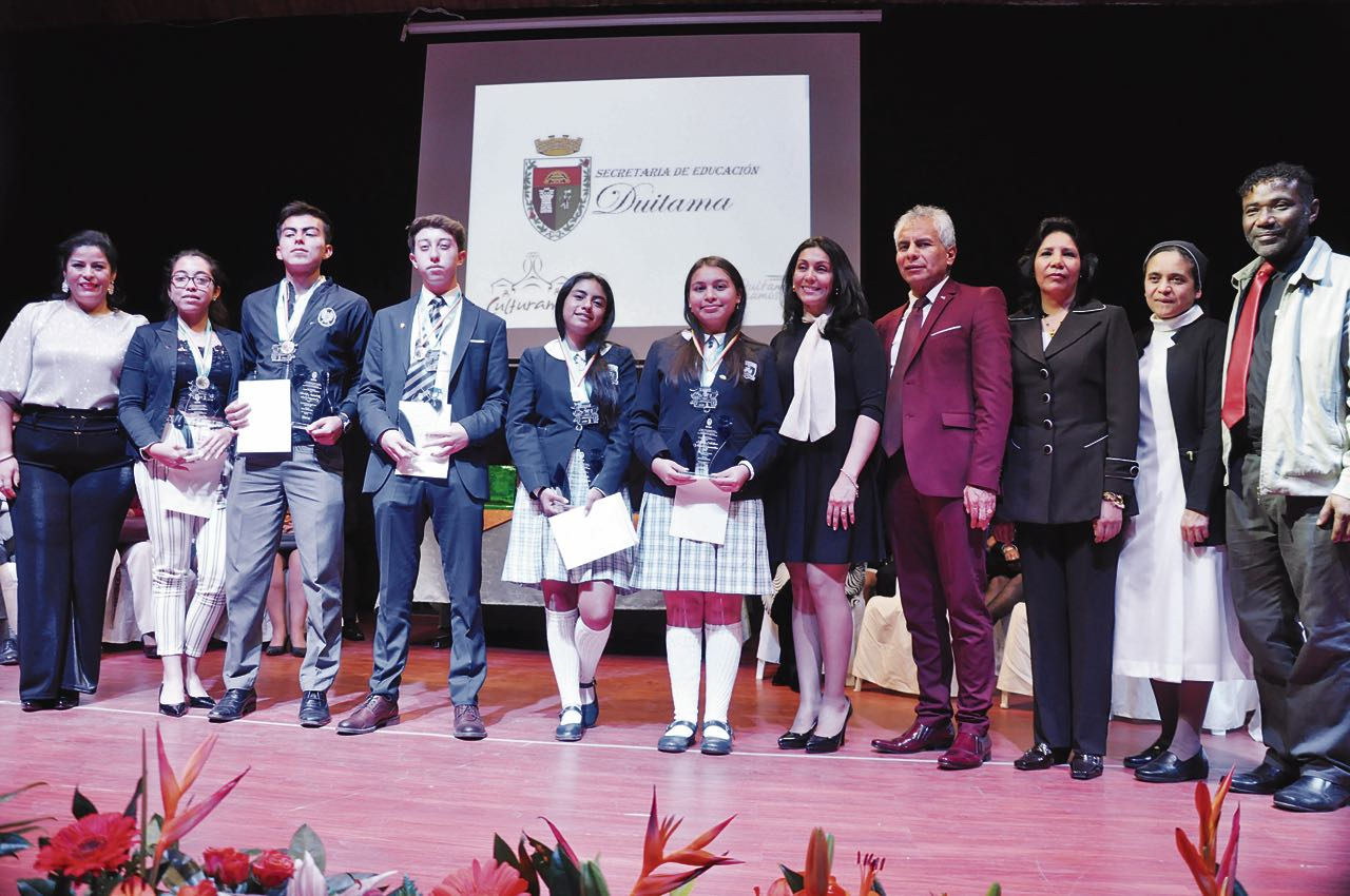 El alcalde Alfonso Silva llevó a cabo la exaltación de los mejores estudiantes de Duitama,el pasado martes