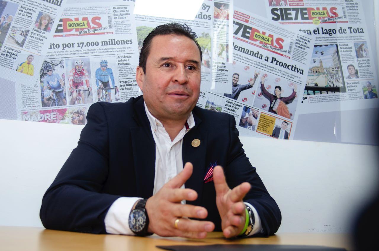 El gerente de la Nueva Licorera de Boyacá asume el reto de posicionar la nueva empresa y lograr la meta de vender 2 millones de botellas al año.