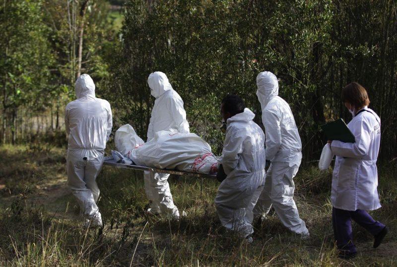 Pasada la medianoche comenzaron las labores de levantamiento de los cadáveres y esta madrugada, fueron llevados a Medicina Legal. Foto Ilustración: Archivo Boyacá Siete Dïas