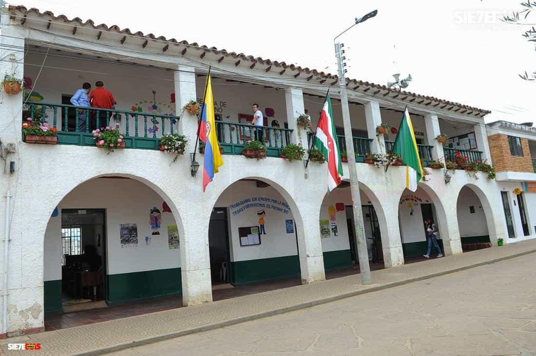 'Da mucha impotencia que tanto esfuerzo se derrumbe con la noticia de 7 casos de coronavirus': alcalde de Sutamarchán #LaEntrevista 3