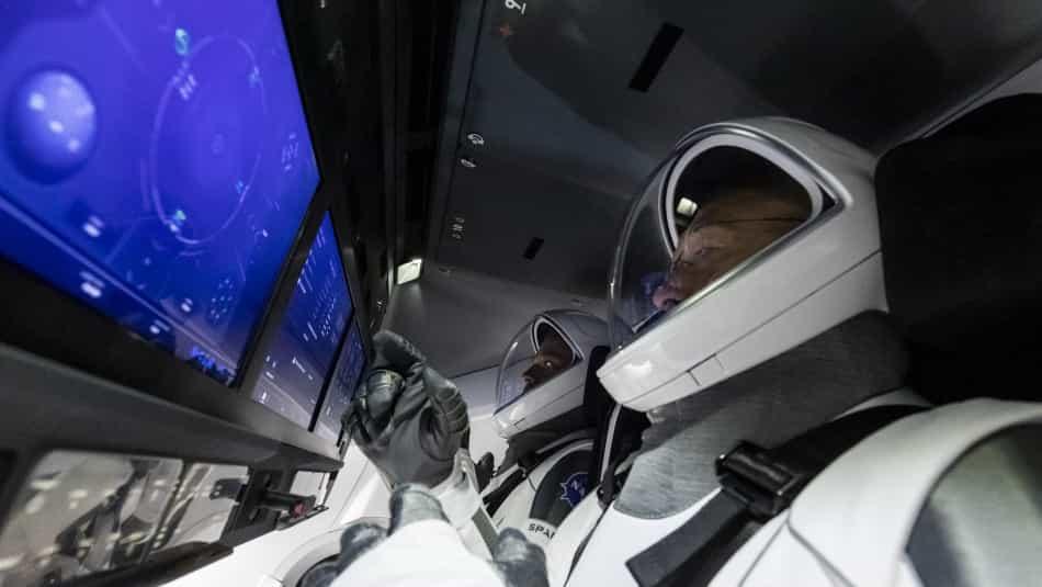 Los astronautas Bob Behnken y Doug Hurley viajan hacia la EEI en la cápsula Crew Dragon (Fotografía/Archivo particular)