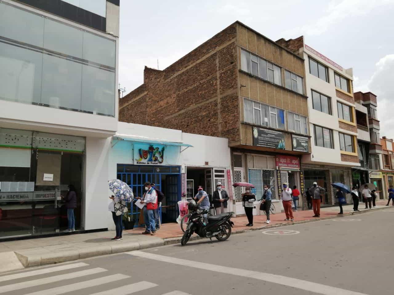 Secretaría de Hacienda de Sogamoso entrega facturas del predial, pero con pico y cédula 1