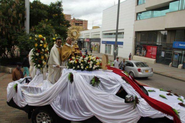 Con permiso especial la Diócesis de Duitama–Sogamoso celebró el Domingo de Corpus 1