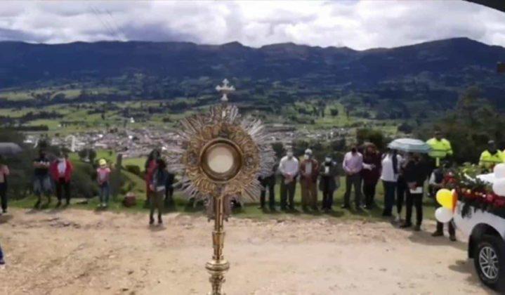 Con permiso especial la Diócesis de Duitama–Sogamoso celebró el Domingo de Corpus 5