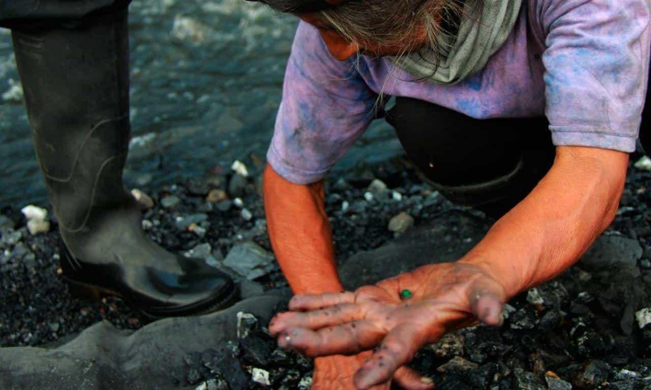 Los mineros de subsistencia en Colombia son personas naturales o grupos de personas que se dedican a la extracción de minerales a cielo abierto, por medios y herramientas manuales.