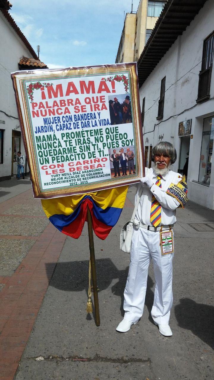 José Ovidio Gaviria Murillo, el 'Paisa', el hombre que hizo famosos sus carteles por todo Boyacá y que fue conocido en Colombia por ellos. Foto: Archivo Boyacá Sie7e Días