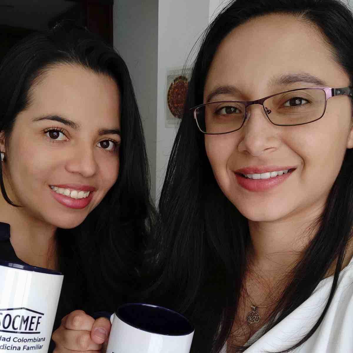 Nathalia Lucia Jaime Martínez y María Alejandra León Solarte, ganadoras del encuentro internacional de medicina - Fotografía - Boyacá Sie7e Días.
