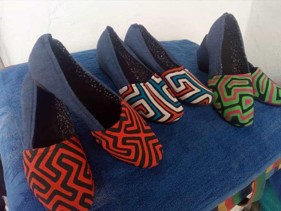 Esta técnica de zapatos es el oficio de don Héctor Ocampo el esposo de la persistente artesana Boyacense. Fotografía Archivo particular.