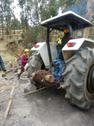Atención: Acaban de hallar tres cadáveres dentro de la mina en la que desde hace ocho días habían quedado atrapados cuatro trabajadores. 1