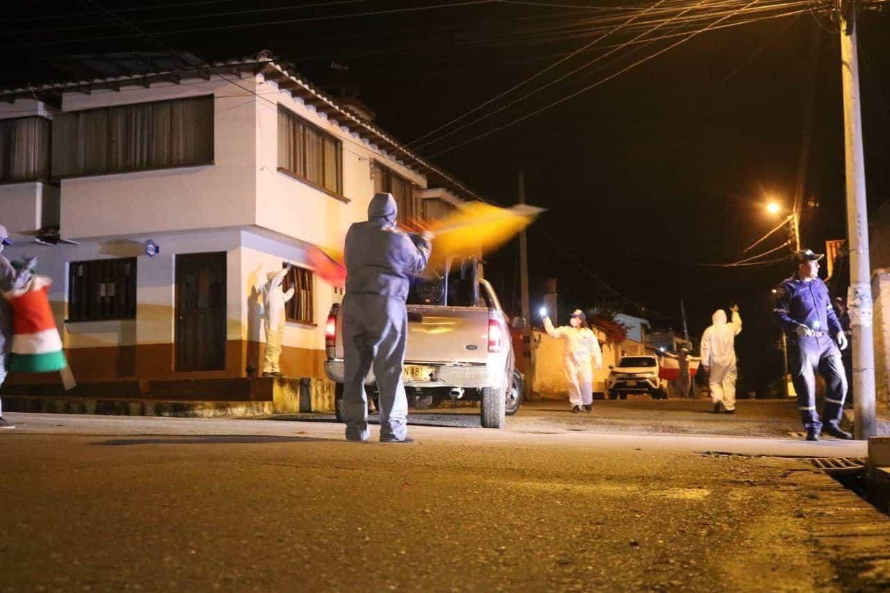 En abril se realizaron las 'serenatas nocturnas' por las calles del municipio, cuyo objetivo era casa a casa llegar con un mensaje de esperanza. Foto: archivo particular