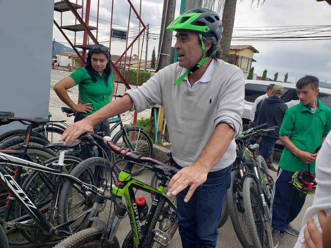 Casi que a diario el exgobernador de Antioquia sale a montar en bicicleta, aprovechando la tranquilidad y los paisajes boyacenses.