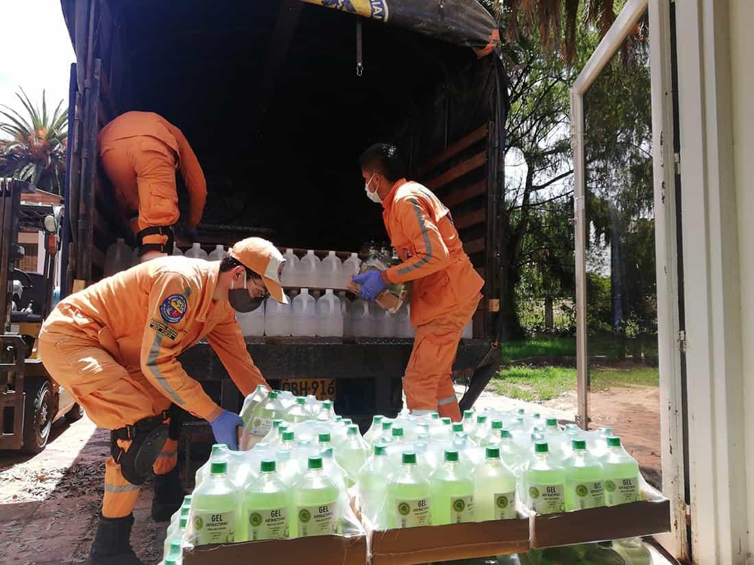 Entre las 7:00 de la mañana y la 1:00 de la tarde, en el punto de fábrica se puede adquirir a diario el alcohol y el gel con el sello de la Nueva Licorera de Boyacá. Foto: Archivo Particular
