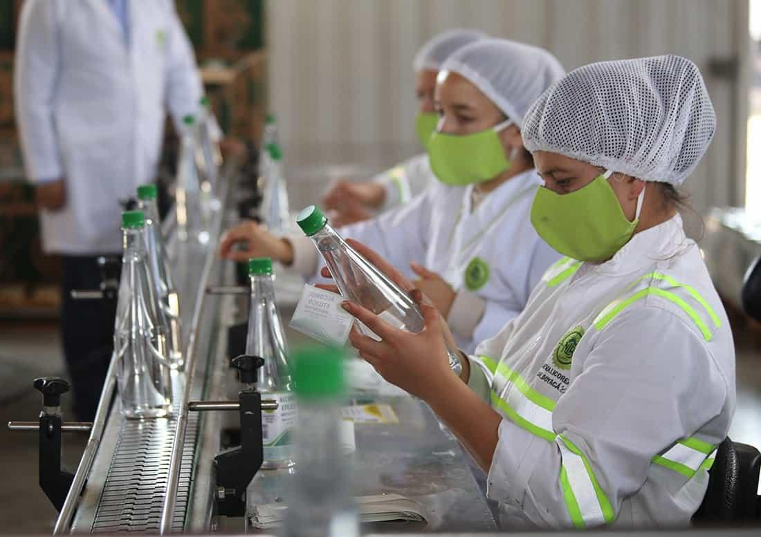 En un 70 por ciento se cayeron las ventas de licor en la Nueva Licorera, pero las han reemplazado con la producción de alcohol.