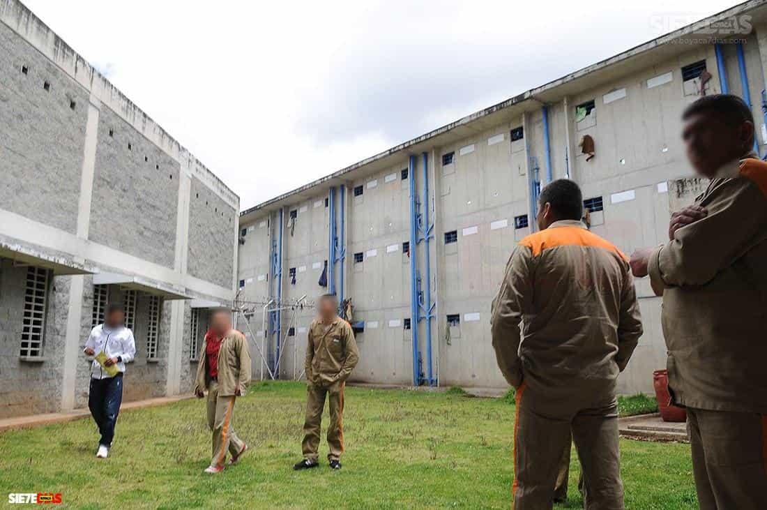 Aunque hasta el momento solo se han confirmado 203 contagiados al interior de la cárcel de Sogamoso, por parte del Instituto Nacional de Salud y del Ministerio, ya se habla de que la cifra se está acercando a los 300 positivos.