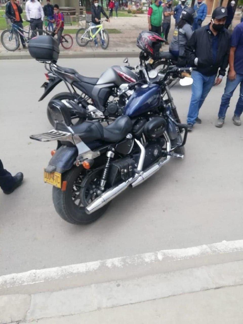 En esta motocicleta se desplazaba Carlos Pinilla, quien fue herido por dos ladrones cuando intentaban robarlo en Sogamoso. Fotos: archivo particular