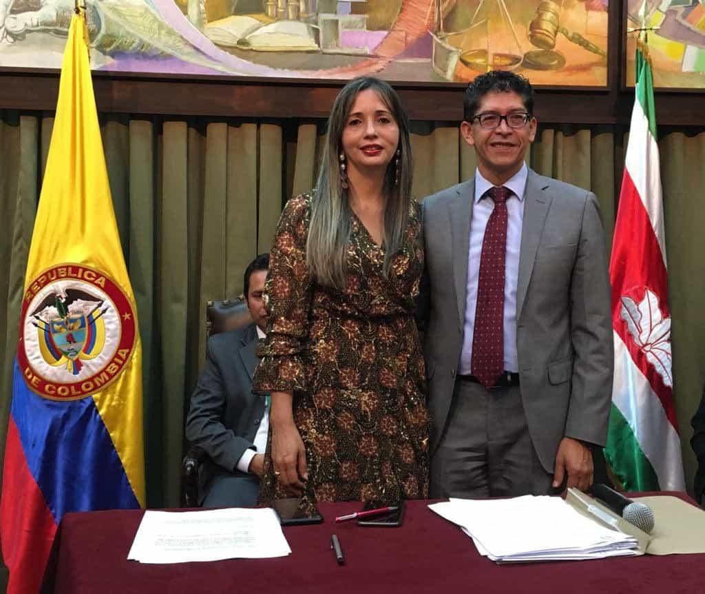 La abogada Ofelia Niño Paipa y el gobernador de Boyacá, Ramiro Barragán Adame. Foto : archivo particular