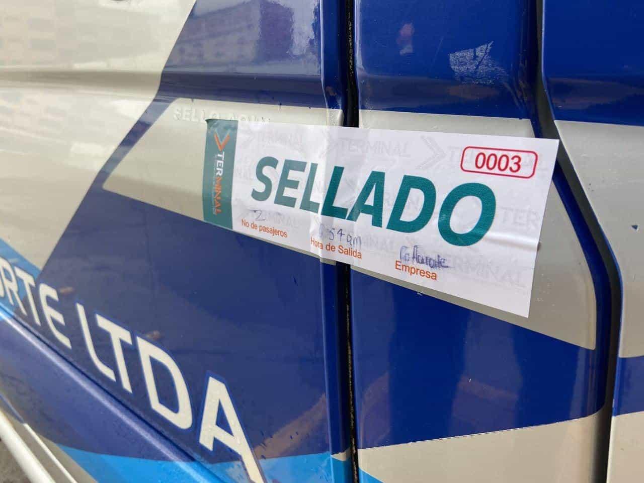 En viajes de terminal a terminal los buses salen con un sello en su puerta para no recoger pasajeros por el camino. Foto: archivo particular