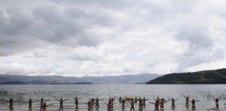 En el 2012 un grupo de ambientalistas se desnudó para reclamar atención a los problemas del lago de Tota. Foto: archivo particular