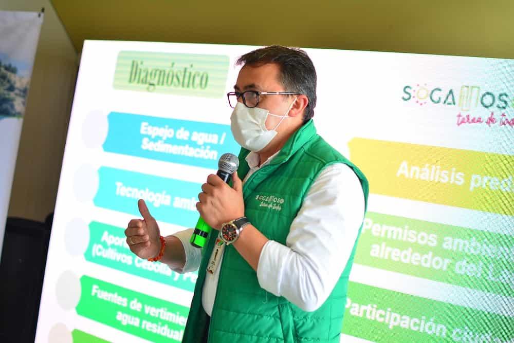 Rigoberto Alfonso Pérez, alcalde de Sogamoso, propone una política pública del lago de Tota a 2050 para proteger este recurso. Foto: Prensa Alcaldía de Sogamoso