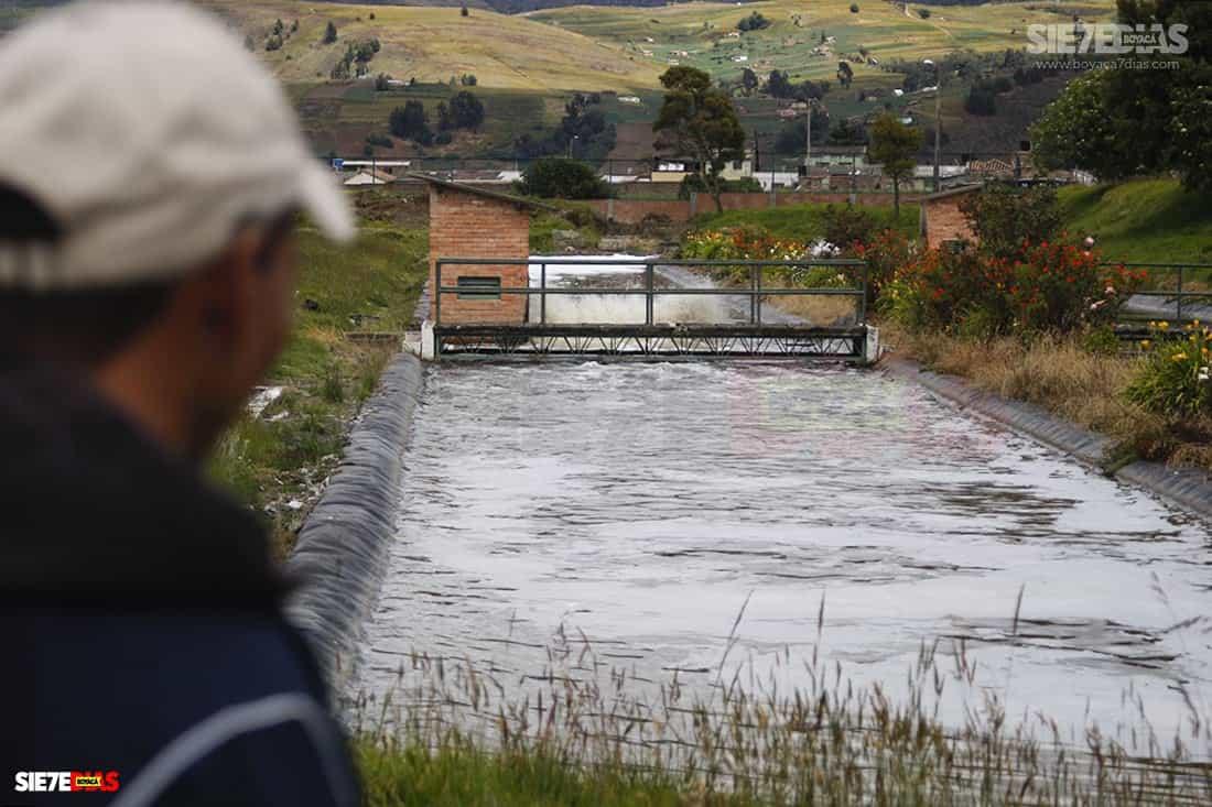 El abogado Rigoberto Alfonso dice que es indispensable un plan de saneamiento ambiental de los municipios que hacen vertimientos de aguas residuales al lago. Foto: archivo Boyacá Sie7e Días