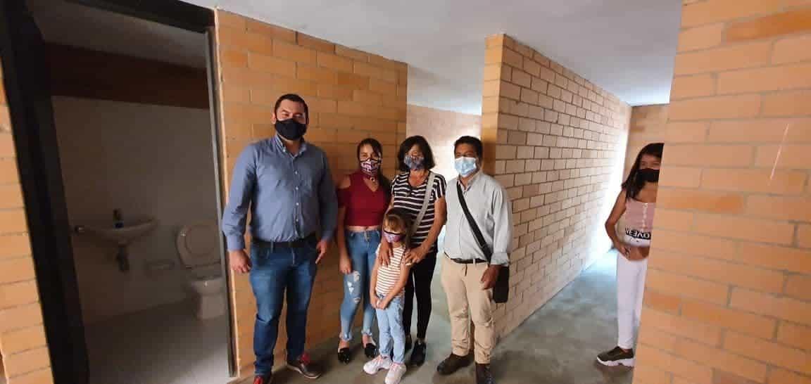 Las familias beneficiadas con su nuevo techo, tuvieron que ser reubicados de Soatá a un nuevo proyecto en Susacón.