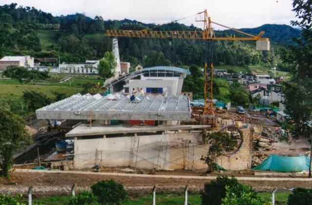En 1997 comenzó la construcción del Centro de Servicios Ambientales (Cesam), sede actual de Corporación.