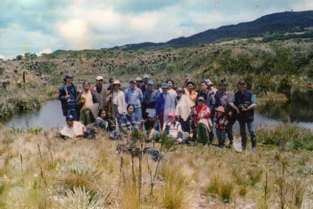 Una de las actividades que se ha mantenido durante los 25 años de labores es la integración con la comunidad. En esta foto: un recorrido con la comunidad en el Páramo de Rabanal.