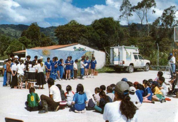 La descentralización de los servicios ha sido una de las banderas de Corpochivor, como se ve en esta imagen en una jornada de educación ambiental en Tibaná.