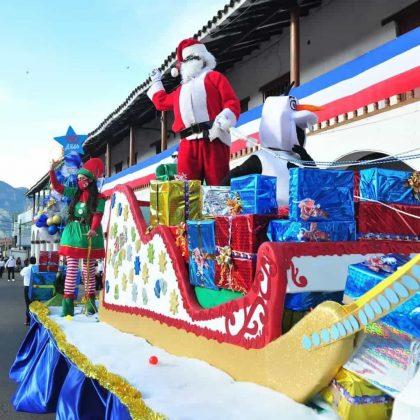 No podía faltar el tema de la Navidad en las carrozas de Socha. Foto: archivo particular
