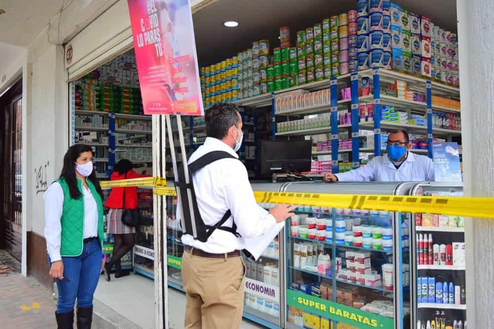 El ingeniero Valcárcel Vega ha recorrido el comercio apoyando la campaña de la Alcaldía de Sogamoso 'El COVID lo paras tú'. Foto: prensa Alcaldía de Sogamoso