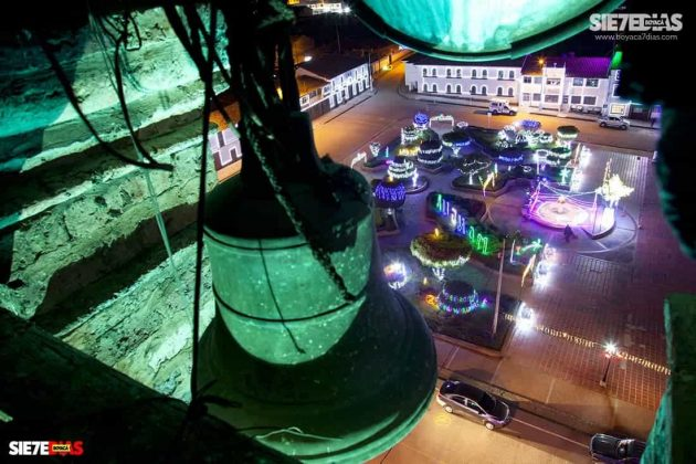 Las 12 campanadas anuncian la partida del año y en diferentes municipios, como en el caso de Mongua, la plaza principal queda vacía 10 minutos antes, pues todos corren a sus casas a celebrar en familia. Foto: archivo Boyacá Sie7e Días