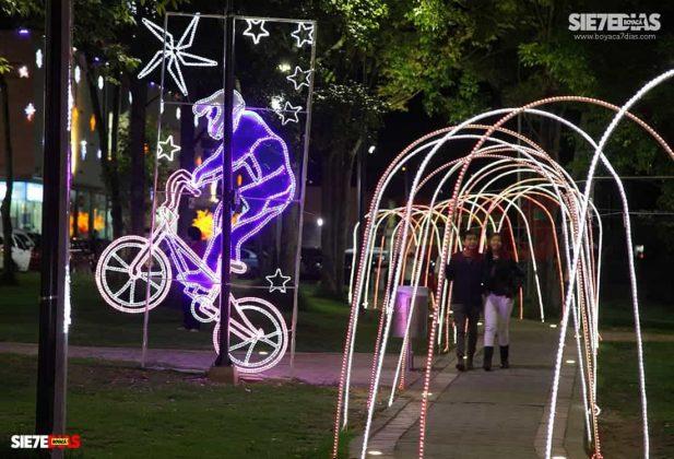 El parque El Carmen y otros atractivos de la ciudad han sido epicentro de los alumbrados navideños. Foto: Luis Lizarazo / archivo Boyacá Siete Días.